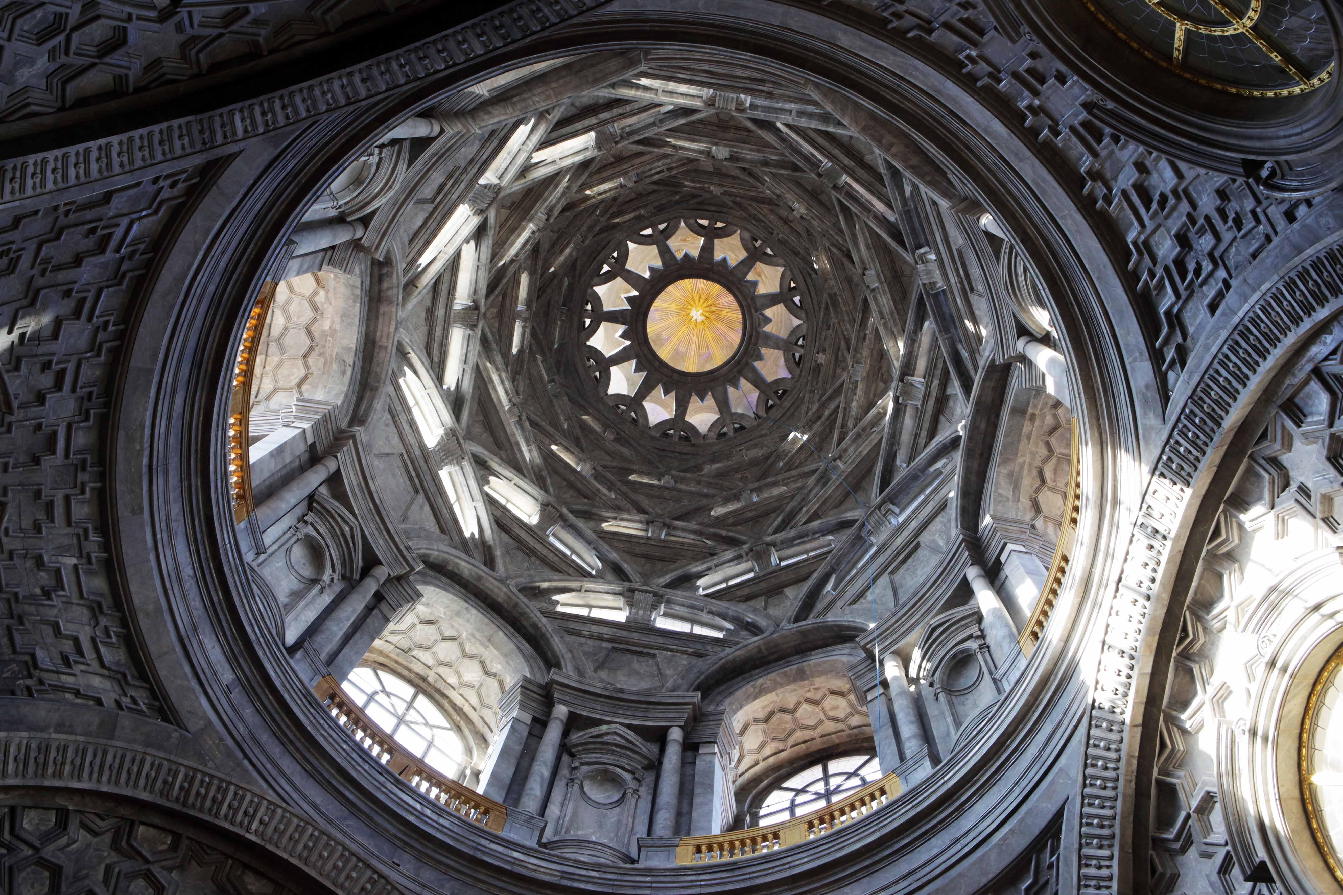 Visita l'Appartamento della regina Maria Teresa, la Tribuna Reale, la Sacrestia e la Cappella della Sindone